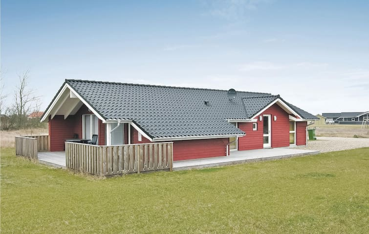 Holiday cottage with 3 bedrooms on 100m² in Tarm