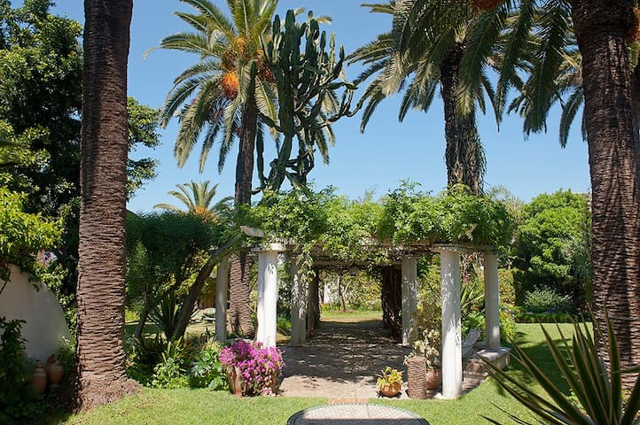 Suite in a large garden in l'Oasis - Casablanca - House