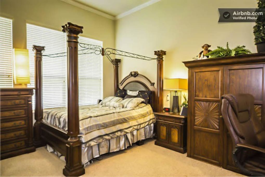 5 bedrooms with king sized bed in the master and queen sized beds in all other bedrooms.