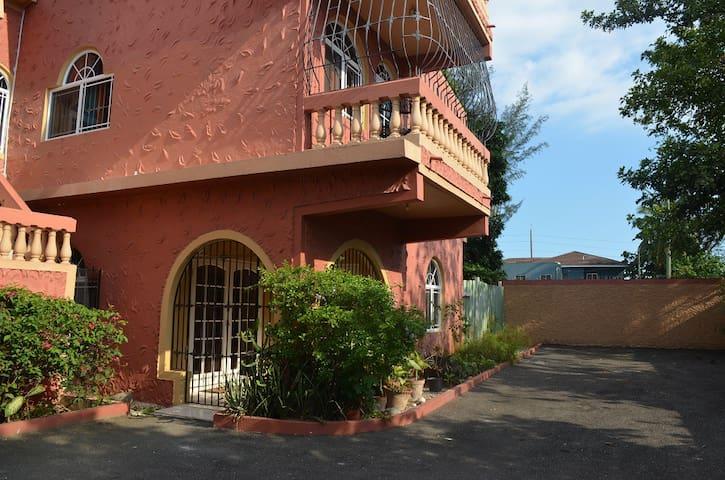 Cozy Family Apartment in Kingston - Kingston - Pis