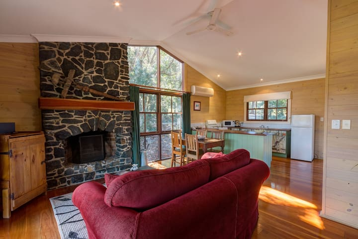 #7 Australian cottage with open fireplace and spa