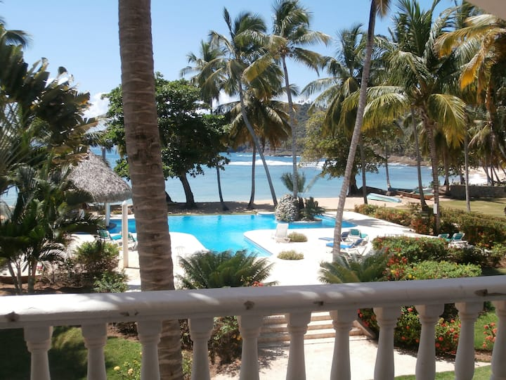 2 BR w loft,semi-private beach,pool