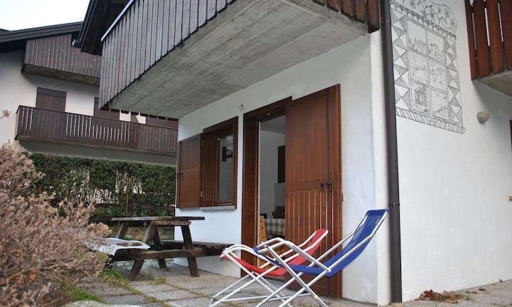 Appartamento Rendena Ski - Garden and car park