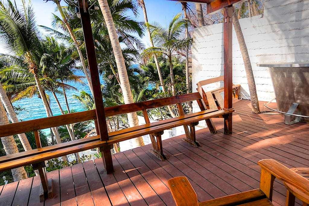 Deck overseeing the beach