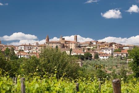 Hübsche kleine Wohnung in der Toskana - Monte San Savino - Lejlighed