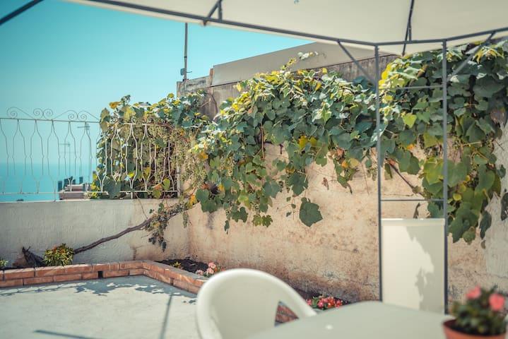 St. George Flat - Terrace apartment in Taormina
