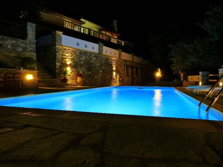 "Lux. Villa ""Aloupi ""Skopelos town,quiet,15min.walk"