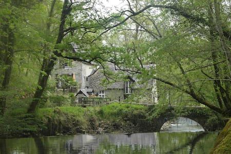 Moulin de la Fontaine Cambot - Eysus