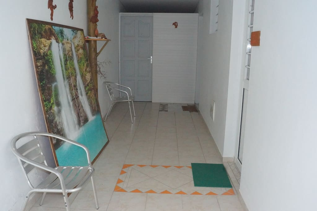 entrée du T2 au 2ème étage de la maison