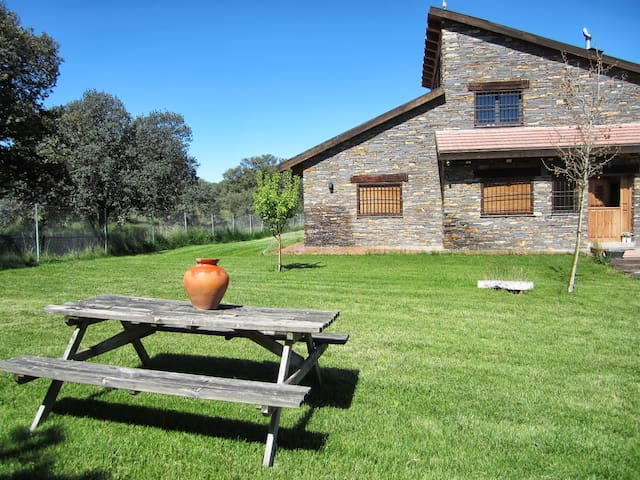 Country house with pool near Avila - Maello - Huis