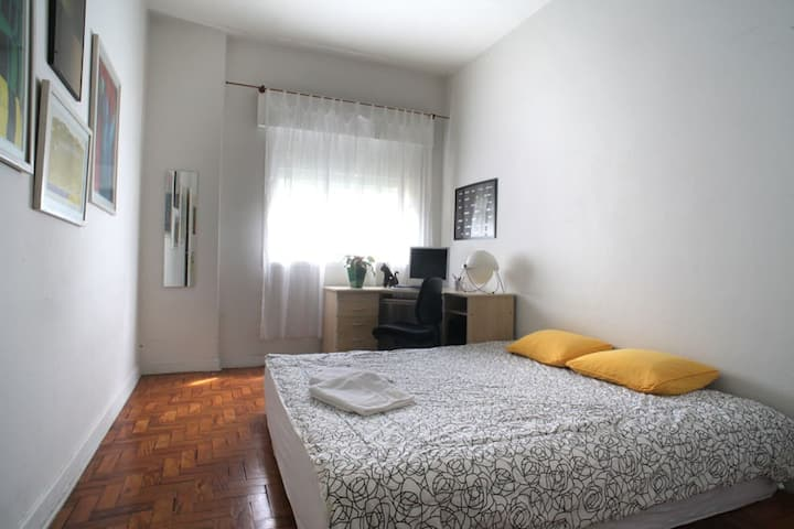 Simple_and_cozy_room_in_Jardins