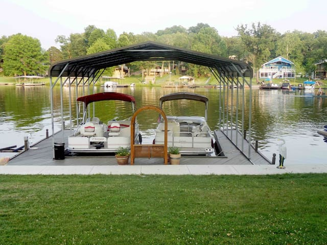 LAKE FRONT HOME 1 Hr From StL/30 Min from Rolla
