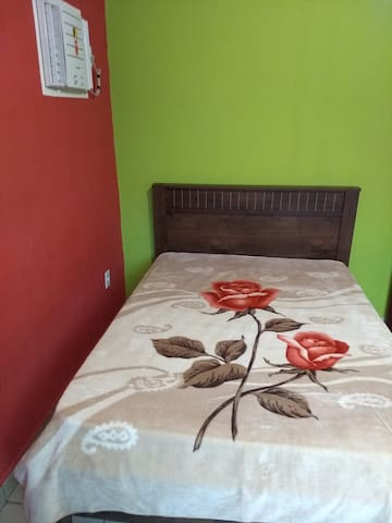 Quarto 1, com cama de casal