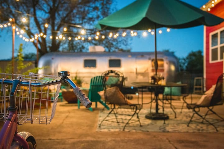 Airstream~Vintage/ Glamping Oasis