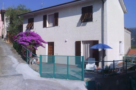Casa in antico borgo  - Diano Borello