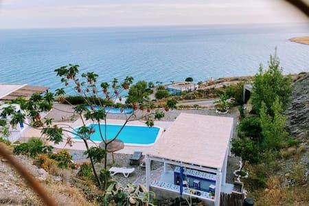 Exclusiva Villa   frente al mediterraneo