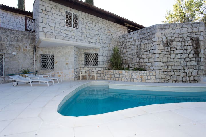 """""""Beautiful 3 bedroom Stone Villa & private  pool"""" - Cannes - House"""