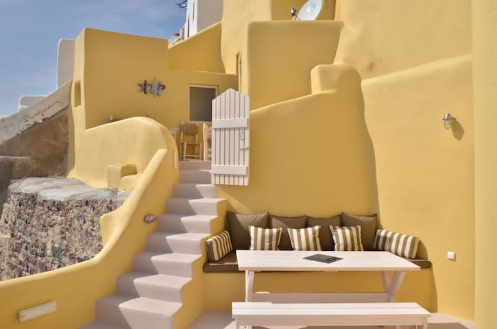 Lava House an amazing place to stay - Oia - Huis