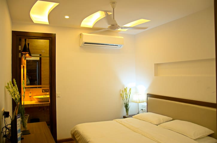 Room in BnB Near Hauz khas Vlge Close2 Metro/Pubs