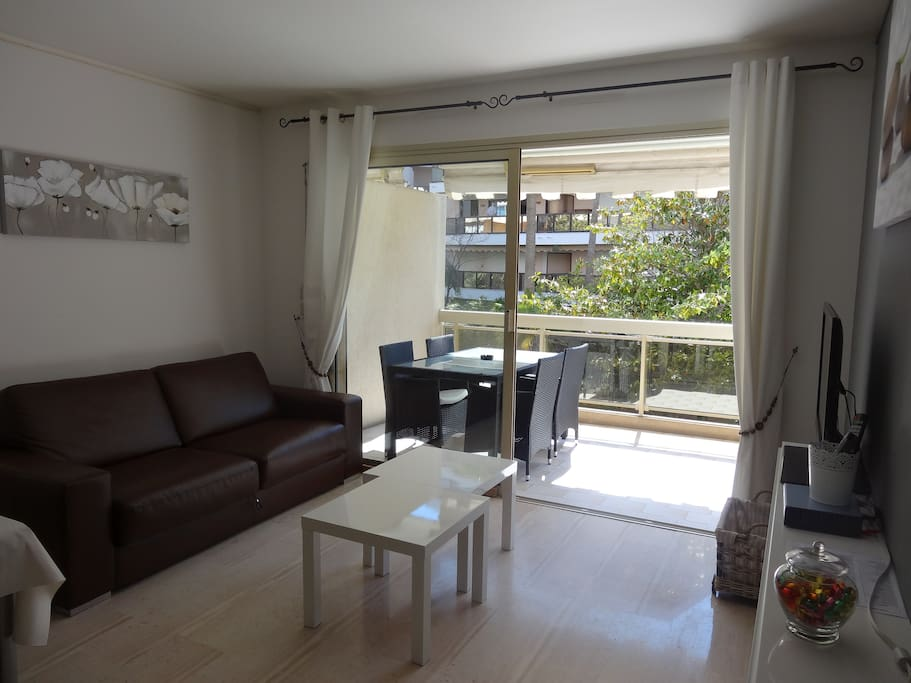2 pi ces avec terrasse palm beach appartements louer for Location garage cannes palm beach
