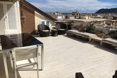 Alloggio design, ampio terrazzo 100 metri dal mare - Alassio - Apartemen