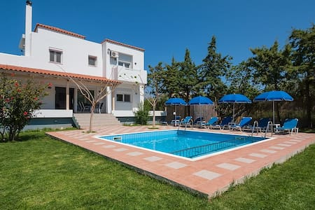 Evas Cottage with Pool For 8  - Villa