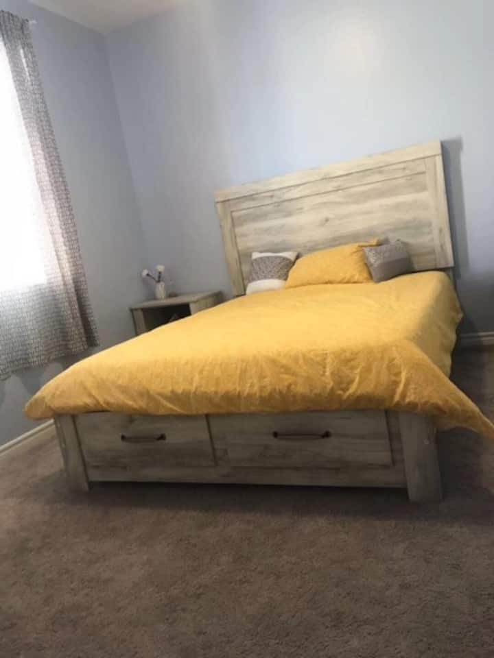 Clean & Comfy Room - 15min from Strip