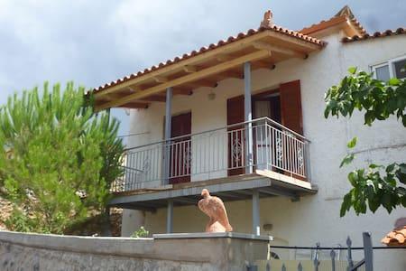 small village flat in a house - Arfara Kalamata - Rumah