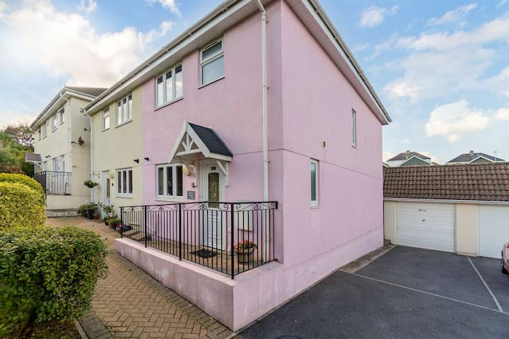 The Pink House Paignton TQ4 5NS-New ownership 2021