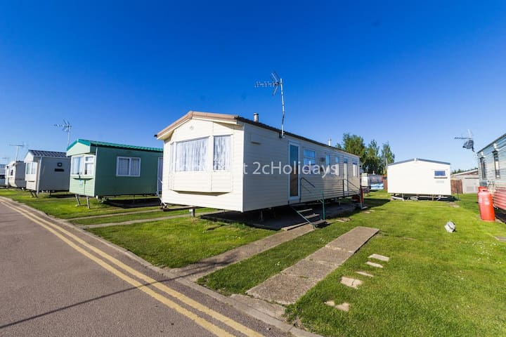 Martello Beach holiday park, Clacton on sea 8 berth caravan for hire ref 29002