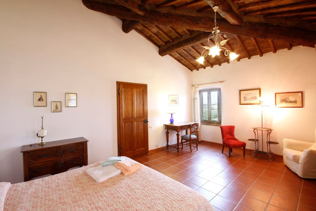 lily room chambres d 39 h tes louer pilli toscane italie. Black Bedroom Furniture Sets. Home Design Ideas