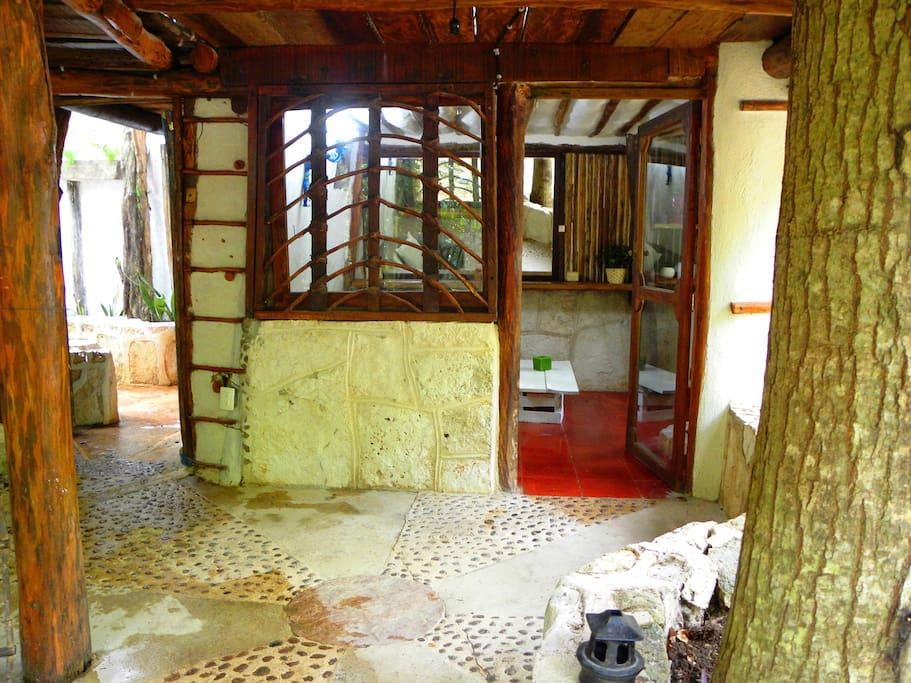 ground floor dressing room and full private bathroom / cuarto de vestir planta baja y baño completo privado