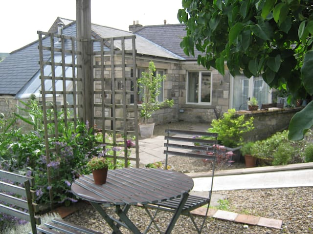 Garden Cottage off village High St. - Rothbury - House
