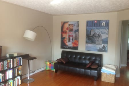 Retro chic apartment in central loc - Regina