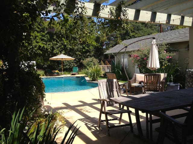 Charming Toluca Lake Guest House - Business Ready