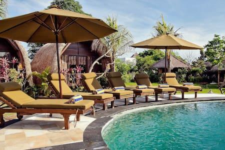 LOVELY BUNGALOW, 5min beach, pool, wifi, bfst B - South Kuta
