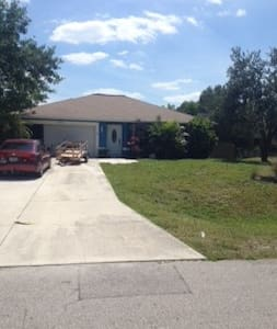 Clean Florida home - Fort Myers - Huis