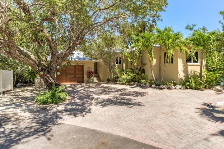 Escape to the FL Keys in this Relaxing Cudjoe Casa
