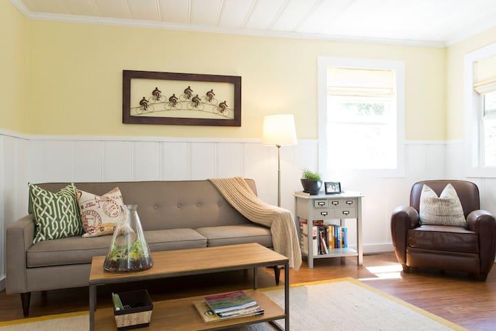 Classic & Serene Sonoma Cottage - Sonoma