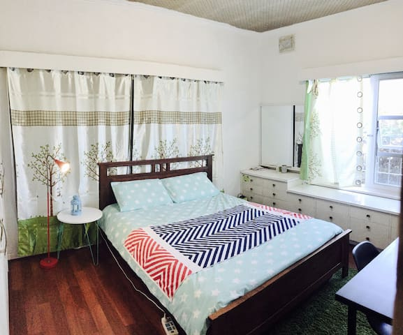 Cozy queen bed & 5mins to airport & easy parking - Netley