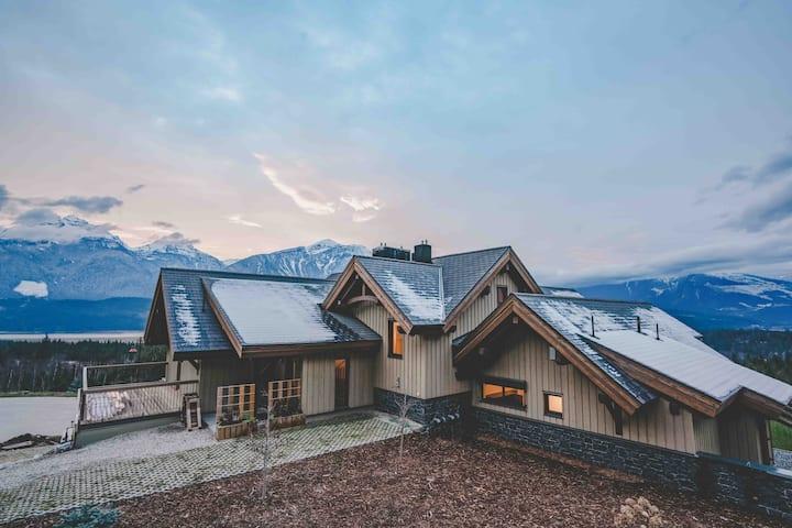 Flying Moose Chalet - Luxury Mountain Retreat
