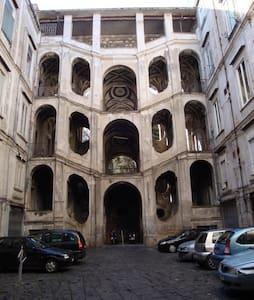 Studio flat at Palazzo Sanfelice - Nápoles