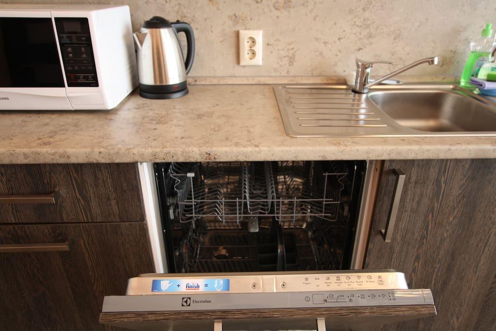 в каждом коттедже имеется посудомоечная машина, средства для мытья посуды