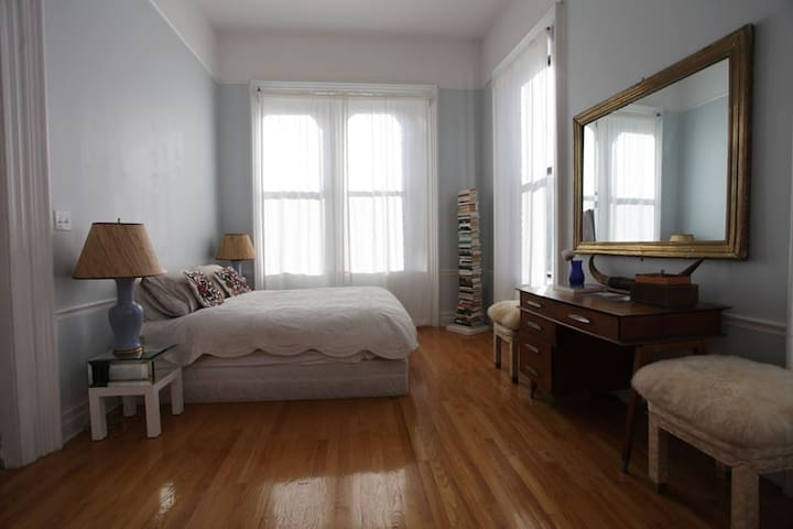 Conveniently Located, Sunny Brooklyn Heights!