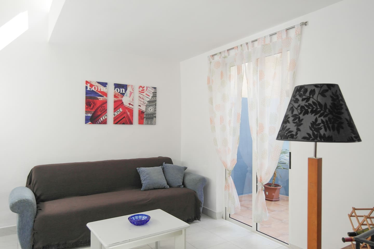 Amazing Flat with 2 bedroom, a Garden, a Balcony and Living room. Ideal up to 5 people.