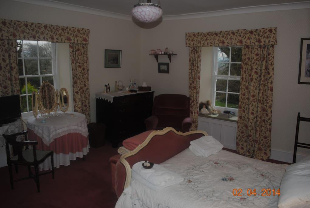 Dual aspect 'pink' bedroom