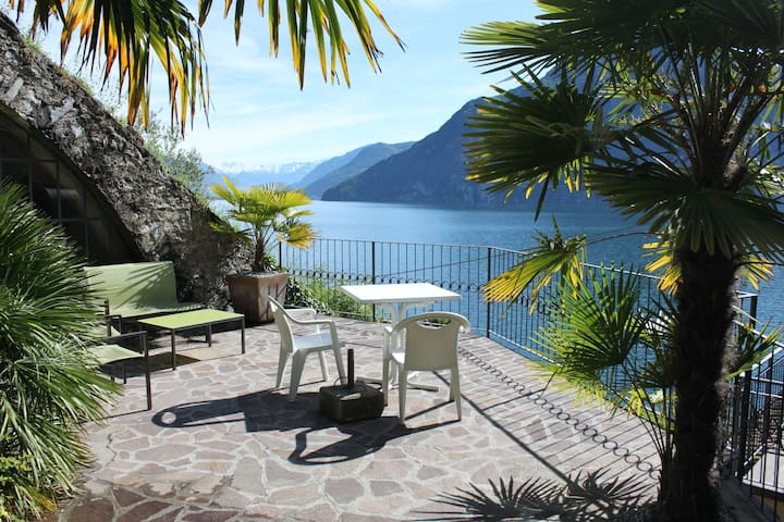 Studio apartment with direct access to the lake - Riva di Solto - Apartament