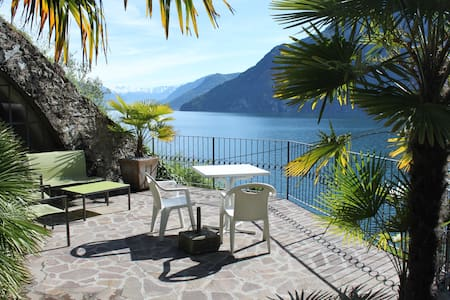 Studio apartment with direct access to the lake - Riva di Solto - Lägenhet