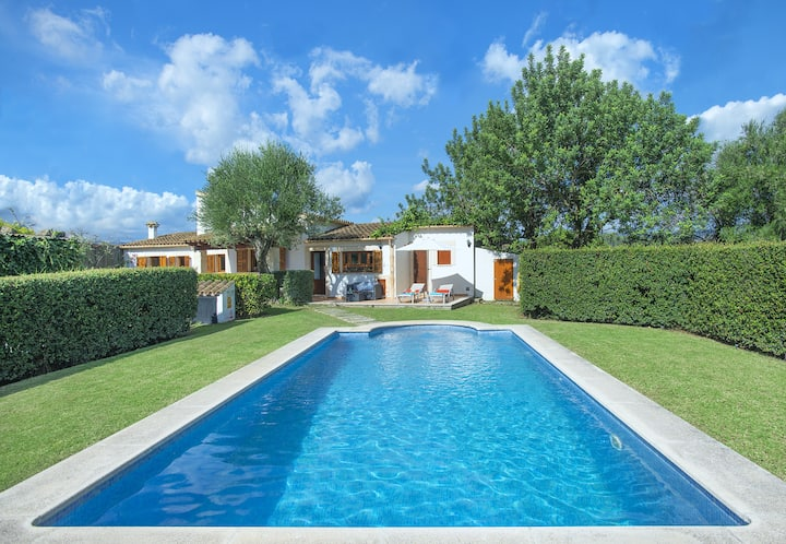 Idyllic Villa Tarongers with Nice Pool, Romantic Getaway for 2