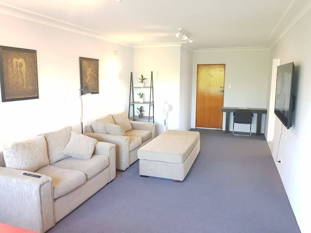 Charming, Oversized 2 Bed + Double Bed Apartment
